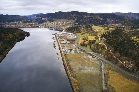 VERDENS STØRSTE: Med sine 17.000 kvadratmeter og årlig produksjon av cirka 20 millioner smolt blir settefiskanlegget i Malm verdens største.