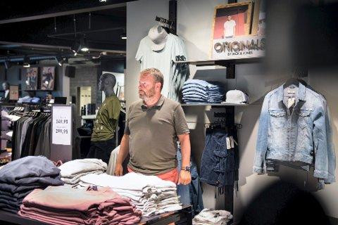 BRANSJEN SLITER: I 2020 gikk omsetninga i klesbransjen ned med over 10 prosent. For Trond Homo i Best Retail Norge har det vært ei krevende tid, men god planlegging og ansatte som har stått på, sørger for at det har gått bedre enn man fryktet da koronapandemien stengte Norge i fjor.
