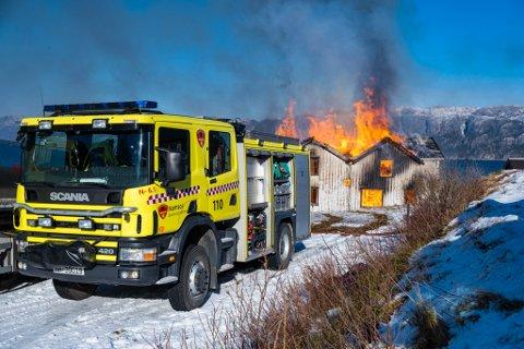 ØVELSE: Brannvesenet skal brenne ned et hus i Overhalla i dag i forbindelse med en øvelse. Her fra en øvelse fra Utvorda.