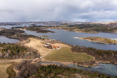 SOLGT FOR TO MILL OVER TAKST: En landbrukseiendom med regulert næringsareal er solgt. NA erfarer at eiendommen ble kjøpt for 5,7 millioner. Det er to millioner over takst.
