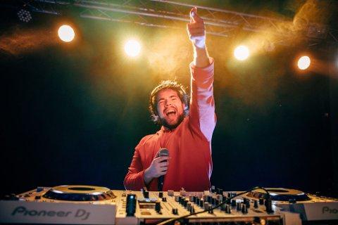 TOPP TI: Niclas Patay Andvik, også kjent som DJ Patay, er blant ti finalister som kjemper om å få låta si spilt på radiostasjoner over hele Europa.