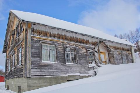 HISTORISK BYGG: Våningshuset på Østgården i Limingen i Røyrvik er fra 1882, og skal nå settes i stand.
