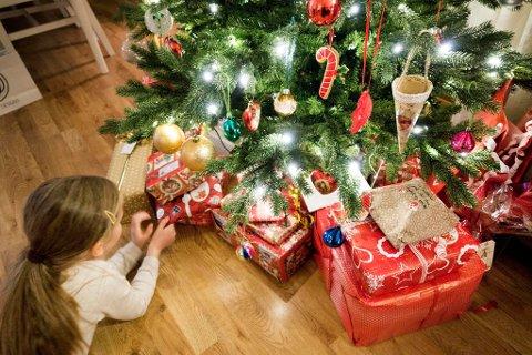 Det finnes ingen bytterett i norsk lov. Derfor anbefaler Forbrukerrådet alle å be om byttelapp til julegavene.