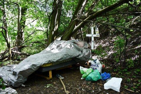 HJEM: Dette er mannens hjem, i en liten skog på Osebakken i Porsgrunn.