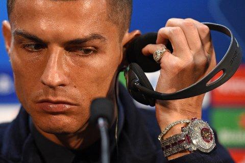 KOSTER SKJORTA: Det vakte stor oppsikt da Cristiano Ronaldo viste fram sin Frank Muller Caviar Turbillon. Klokka har en prislapp på omtrent 13 millioner kroner.