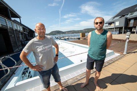 FEILER: Seksjonseierne Vidar Jensen (t.v.) og Øystein Krogsrud mener DNB feiler når de går for pisk og ikke gulrot. Foto: Henning Jønholdt