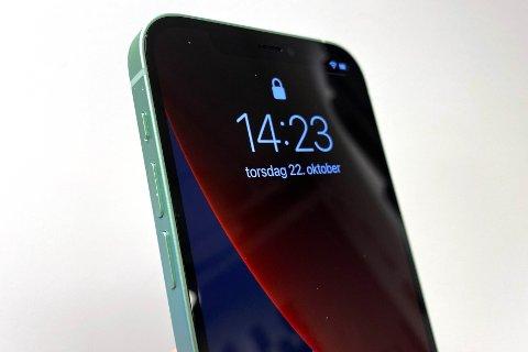 iPhone 12 kommer i salg fredag 23. oktober sammen med iPhone 12 Pro. Neste måned lanseres iPhone 12 Mini og iPhone 12 Pro Max. Men hvilken mobil skal man egentlig velge?
