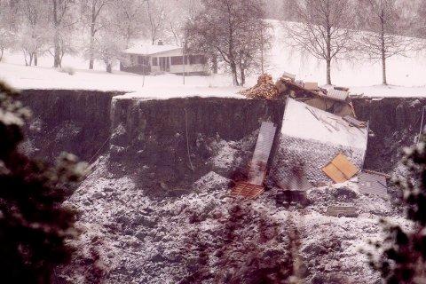 90.000 nordmenn bor i hus bygget i områder med kvikkleire. 30. desember traff katastrofen tettstedet Ask i Gjerdrum kommune fire mil nordøst for Oslo.