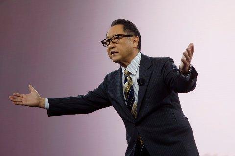 Toyotas toppsjef, Akio Toyoda, frykter strømmangel og økonomiske problemer i Japan, hvis det innføres forbud mot bensin- og dieselbiler fra 2035.