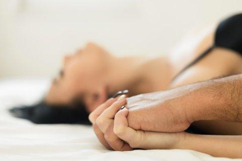 BEDRE ORGASMER: Forskere har sett på flere teknikker kvinner sier gir dem bedre orgasmer og mer nytelse.