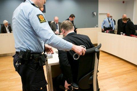 I RETTSSALEN: Anders Behring Breivik i Oslo tingrett på andre dag av rettssaken i 2012.