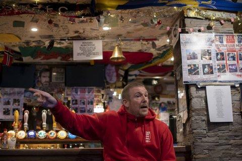 SKJENKESTOPP: Three Lions er den erkebritiske puben i Trondheim. Eieren Adrian Douglas, kalt Dougie, har drevet puben i over 14 år.