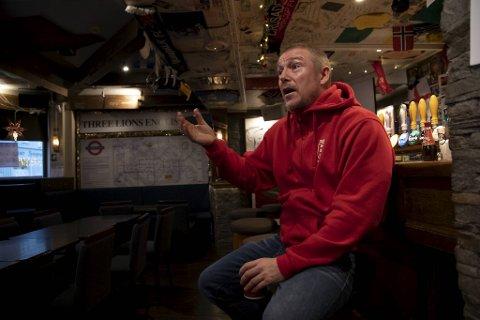 Three Lions er den erkebritiske puben i Trondheim. Eieren Adrian Douglas, nekter å stenge dørene - selv om han er nektet å servere alkohol.