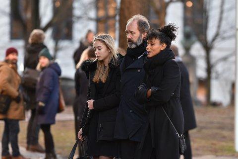 I SORG: Trond Giske tok farvel med sin venn Ari Behn. Han ankom kirken sammen med familien.