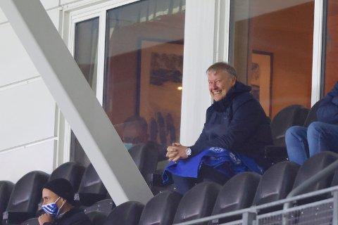 Åge Hareide hadde enda ikke sett sensasjonslaget Bodø/Glimt live denne sesongen. Da måtte han jage bort sønnen Bendik og resten som skulle ønske de kunne se kamp med RBKs mesterhjerne. Foto: Svein Ove Ekornesvåg / NTB