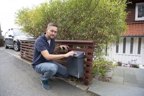 Tretten postkasser ble merket i gaten til Jørund Raukleiv Strømsøe i helgen.