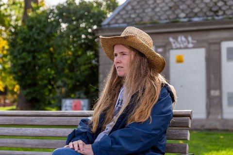 Jane Helen Tømmervåg (40) står frem med sin historie i håp om en lovendring som gjør at besøksforbud kan gjøre varig. Overgriperen hennes fikk besøksforbud første gang i 2009. Deretter har hun måttet fornyet dette hvert år.