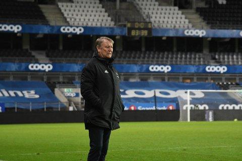 Åge Hareide så bekymret ut da RBK måtte vente i 92 minutter før de scoret mot Levanger. Nå bekymres han for den nasjonale kritikken for gjennomføringen.