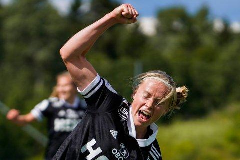 Dronninga av målpoeng hadde ikke verdens beste dag på jobb, men hun kunne likevel slippe jubelen løs for tre nye poeng på Kringsjå stadion. Julie Blakstad og RBK vant kampen 2-1. Foto: Heiko Junge / NTB