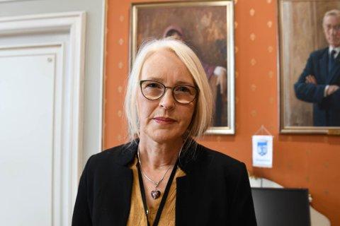 Kommuneoverlege Tove Røsstad sier de har noen problemer med å få informasjon fra smittede om hvem de har vært i kontakt med.