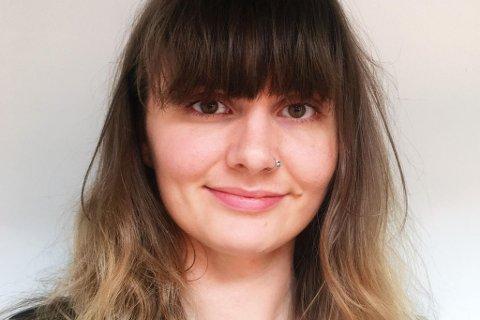 Sandra Victoria Holst(24) er bosatt i Trondheim, og er en av flere vloggere på Snapchatkontoen Psyktærlig