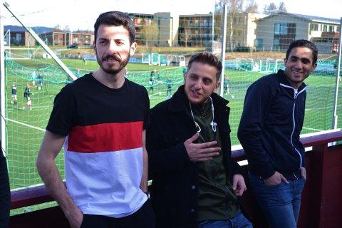 Elias, Yousef og Ahmad (f.h til v) har fått et kjært fristed for fotball på søndager etter å ha kommet til Trondheim som flyktninger. Astor er klubben, selv om de ikke formelt spiller for laget i burgunder og blått.