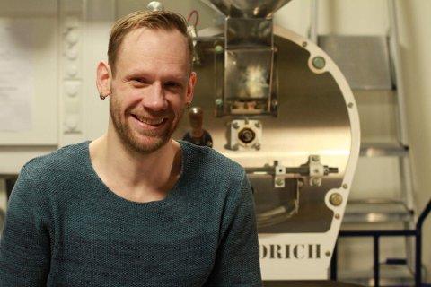 KAFFEGURU: Tony Jacobsen sier de siste månedene har vært knalltøffe for bedriften, men han øyner fortsatt håp.