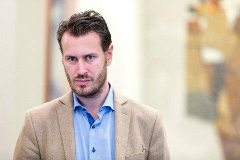 Frp-politiker Helge Andre Njåstad sabler ned MDGs hytteforslag.