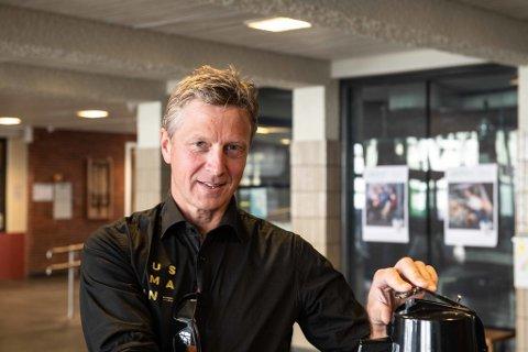 Daglig leder på Austmann, Jon Ivar Holmslet finner seg en kopp kaffe under fjorårets Bryggerifestival i Trondheim.