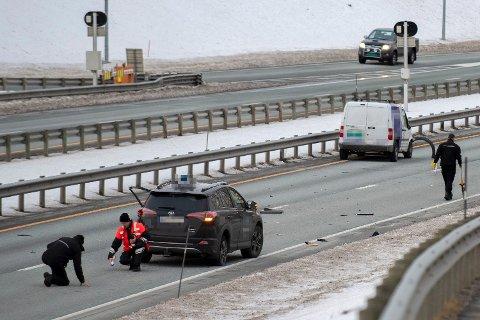En person omkom etter å ha blitt påkjørt på E6 i Trondheim. Vedkommende gikk ut av bilen etter å ha punktert på motorveien ved Ranheim fabrikker. Nå er en mann i 40-årene siktet for uaktsomt drap og uaktsom kjøring.