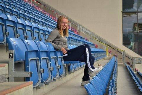 Emma Iversen skal ut i verden, hun skal herje for Barcelona og det norske landslaget. Forhåpentligvis får vi se hun i RBK-drakt også, slik som Odd og Steffen. Aller først skal hun spille seg inn på A-laget til Vålerenga, som gjennom god innsats her på Intility Arena har tatt steget opp til serieledelse i Toppserien.