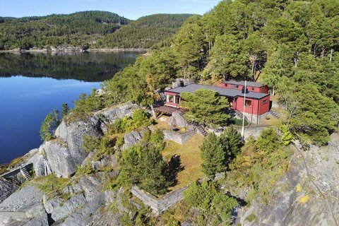 UNIK: Denne hytta med 20 mål tomt er nå lagt ut for salg til like i underkant av åtte millioner kroner. FOTO: MEGLERHUSET NYLANDER