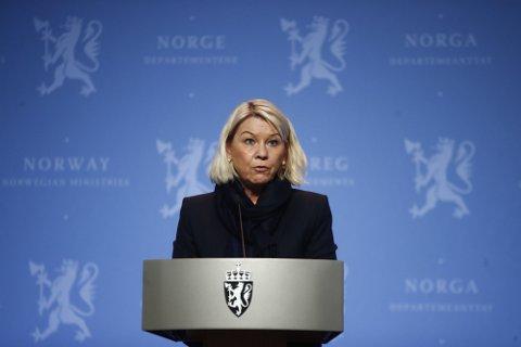 STRAMMER INN: Justis- og beredskapsminister Monica Mæland forteller at Norge nå vil kreve obligatorisk koronatest ved grensekontrollene.