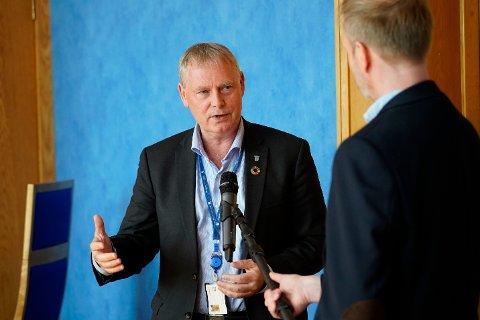Kommunedirektør Morten Wolden sier de vil vurdere korona-situasjonen i Trondheim i løpet av mandagen. Det kan resultere i et forslag til endringer i kommunens koronaforskrift.