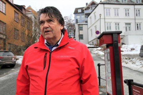 REAGERER: Knut Nilsen Fosland mener det er viktig å få i gang drift av sykkelheisen på Bakklandet igjen.