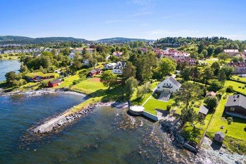 Eiendomsselskapet Nordic Estate vil bygge en molo og badehus ut fra denne eiendommen, men Statsforvalteren i Trøndelag vil sette en stopper for planene.