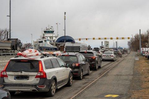 Trafikken tar seg opp rundt klokken halv fire, men fergene får fortsatt tatt unna bilistene som vil over til Fosen.