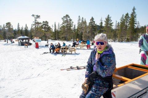 GRUNN TIL Å GLISE: Omsetningen for forrige sesong, ble passert allerede i starten av mars, og mandag satte Vassfjellet Skisenter salgsrekord for sesongkortene.  Det forteller daglig leder Stian Henriksen.