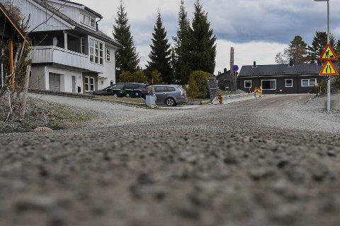 I Per Sivles veg på Ugla er det nå så mye støv at bokvaliteten reduseres, sier beboere.