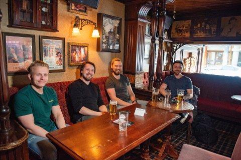 Så RBK-kampen på Lille London. Fra venstre: Ståle Bjørgvik, Daniel Valø, Bjørn Fjæstad, og Roy Sprauten.