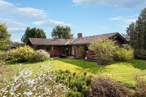 Huset på Havstein har stor hage og gode solforhold, noe som er en sjeldenhet på markedet, ifølge megleren.