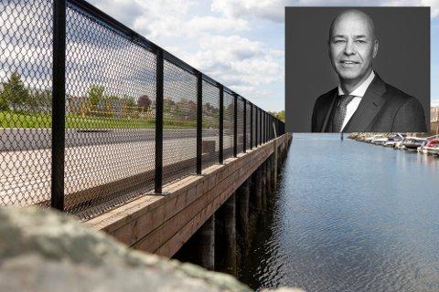 Advokat Elling André Lillefuhr i Legalconsult mener det omdiskuterte gjerdet på Grilstad er satt opp på ulovlig vis.