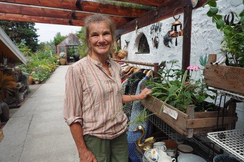 HAGE-OASE: Anne Isabel Udbye (58) tok sjansen på å starte kafé midt i koronaåret.