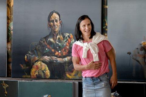 – Det er jo meg, sa Marit Bjørgen da hun avduket portrettet malt av Håkon Gullvåg. Hun har selv sittet modell, men hadde ikke sett det ferdige resultatet før torsdag.