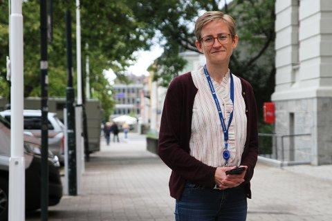 Elizabeth Kimbell, fungerende kommuneoverlege i Trondheim, sier vi fortsatt må være forberedt på å unngå fysisk kontakt i en god stund framover.