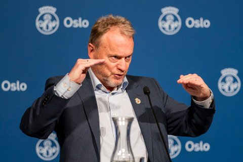 Byrådsleder Raymond Johansen i Oslo har rett når han ber regjeringen vaksinere mer der smitten er størst, skriver Nordlys på lederplass. Foto: Heiko Junge, NTB