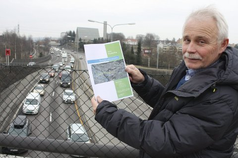 NYE PLANER: Dag Bjerke i Bryn Miljøforum ber politkerne få fortgang i planene for Manglerudtunnelen slik at trafikken rundt Ryen-krysset kan komme under jorda. Foto: Aina Moberg