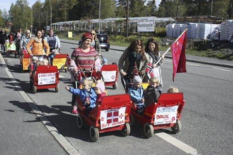 FIRMABIL: Mange barnehager har «firmabil» med plass til fire.