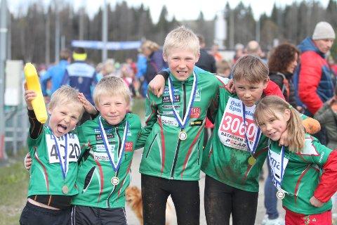 RÅTASSER: De fem råtassene fra Rustad er fra venstre Eskil Olaussen, Sondre Olaussen, Ask Olaussen, Eskil Kolshus og Eirin Kolshus.