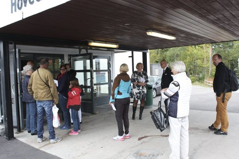 VILLE STEMME: Ved Nordseter skole var det et jevnt sig av stemmelystne borgere helt fra dørene åpnet. Foto: Aina Moberg